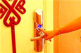 开保险箱开锁师傅 24小时上门开保险柜电话